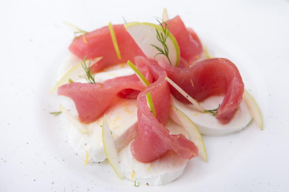 Crudo di tonno, mozzarella di bufala dop e mela verde