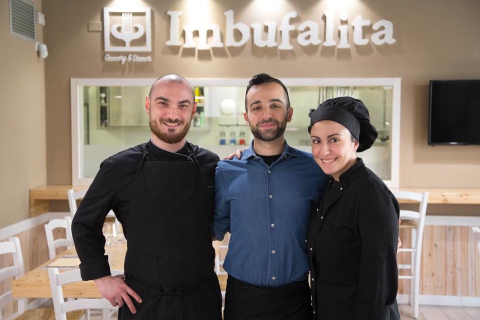 Lo staff del ristorante Imbufalita